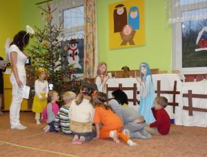Vánoční besídka, zdobení stromečku a pečení cukroví
